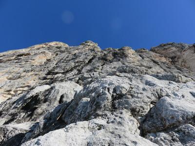 Struktierte plattige Kletterei zum Steinerband