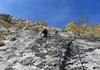 Zweite Seillänge rauer und strukturierter Fels
